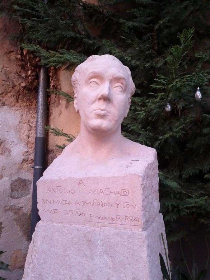 Cкульптор Эмильяно Барраль. Бюст Антонио Мачадо в Сеговии